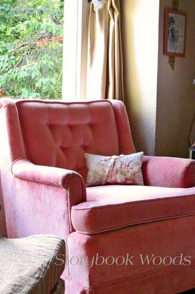 Pink chairr