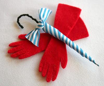 Glovesbrooch1